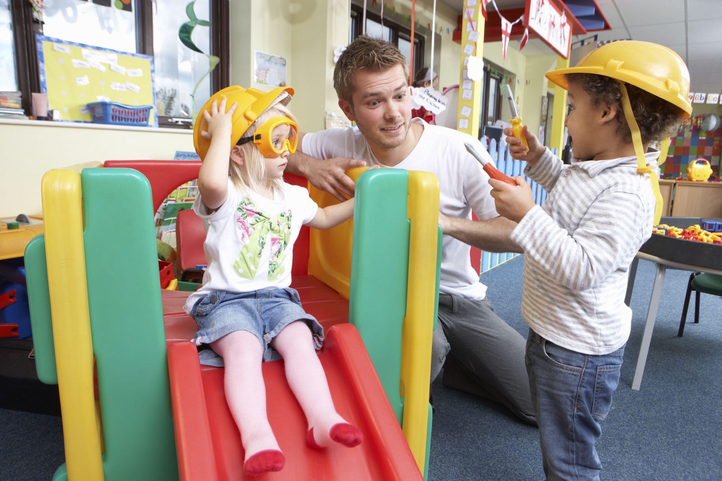 pedagogisch-medewerker-kinderopvang-man